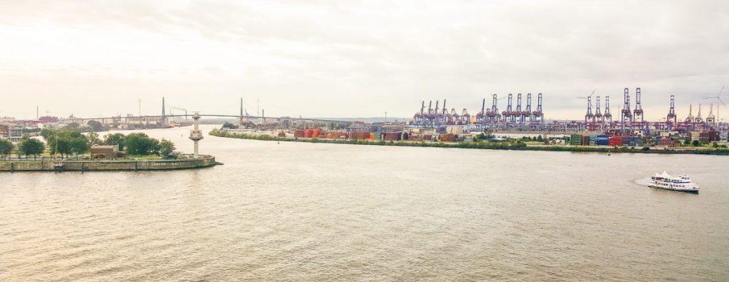 Übersicht über den Hamburger Hafen von den Docklands aus