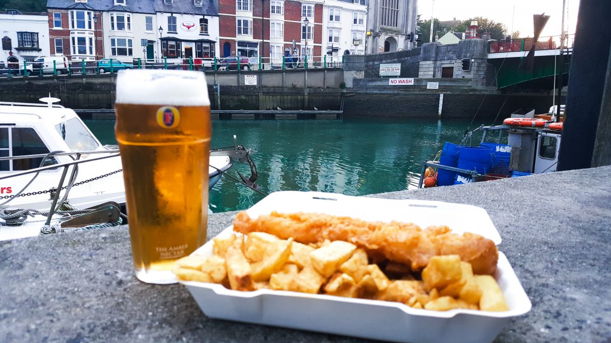 Fish and Chips am Hafen in Weymouth