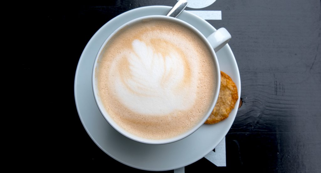 Milchcafé zum Frühstück bei Gretchens Villa