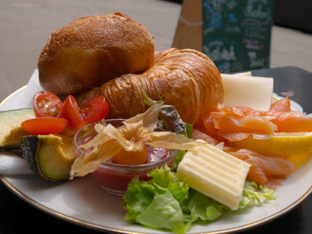 Luxusfrühstück in Gretchens Villa in Hamburg