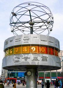 Weltzeituhr auf dem Berliner Alexanderplatz