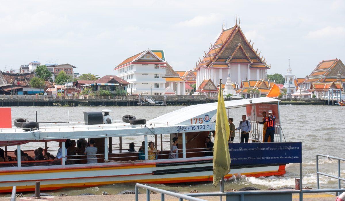 Wassertaxi / Expressboot in Bangkok - Orange Flag