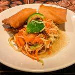 Papayasalat und Frühlingsrollen beim Thai Akha Kochkurs in Chiang Mai