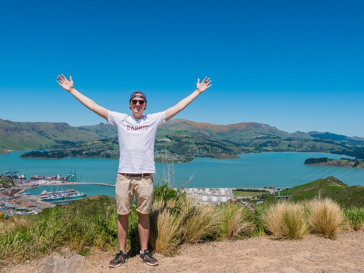 Fabian mit Blick auf Lyttelton Harbour nach dem Bridle Path