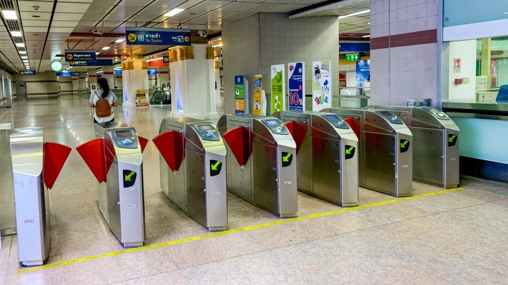Fahrkartenkontrolle der MRT Bangkok