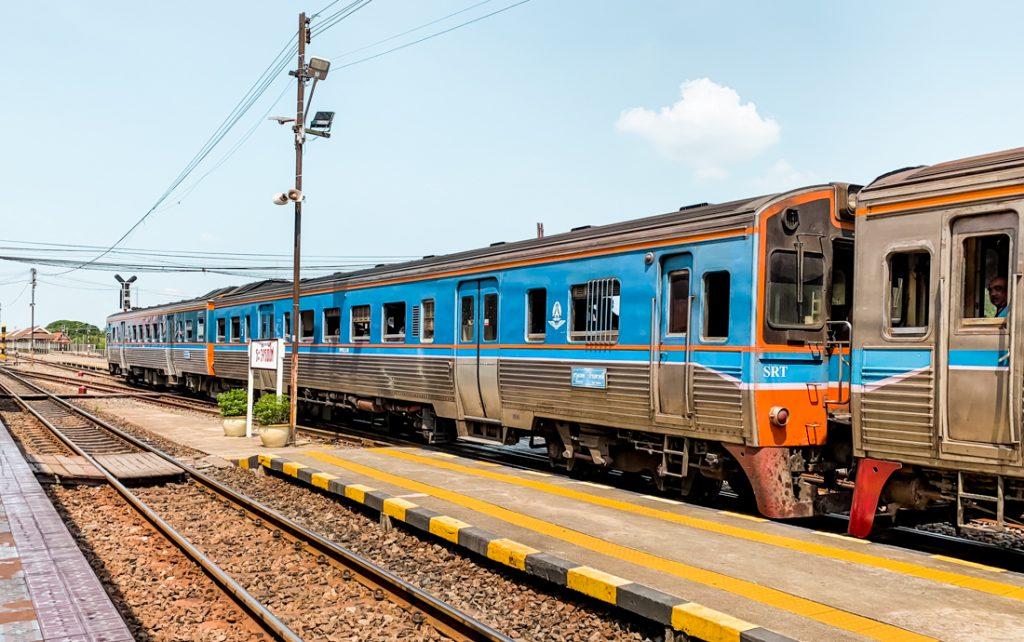 Zug fahren in Thailand
