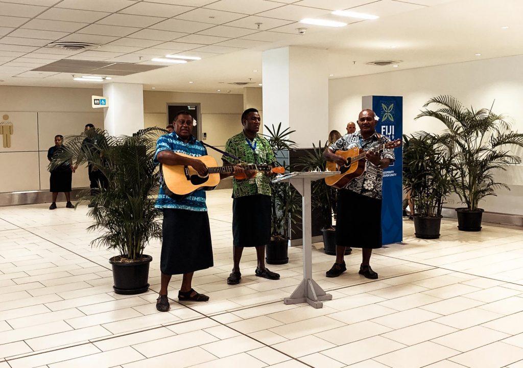 Bula Begrüßung am Flughafen in Nadi